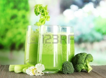 broccoli 20084793-glasses-of-vegetable-juice-on-bamboo-mat-on-green-background