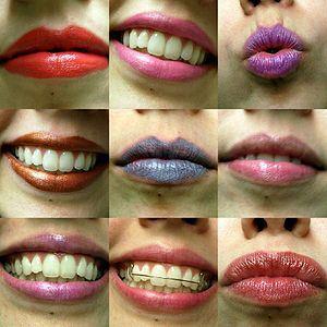 lip gloss 300px-lipsticks