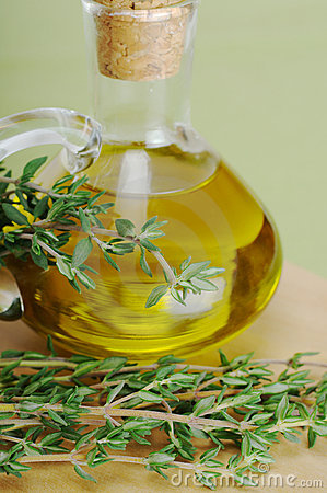 thyme-olive-oil-15177845
