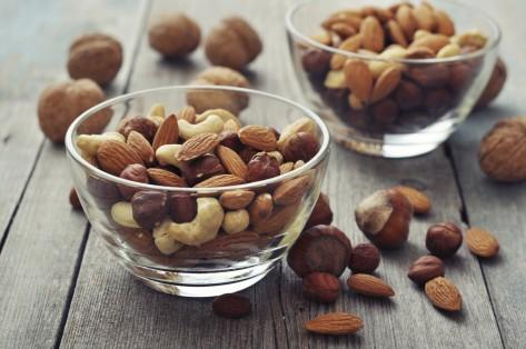 eat-nuts-ward-off-alzheimers-473x314