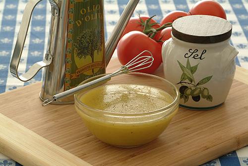 Девет подсилващи метаболизма съставки на салатния дресинг