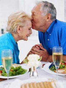 Женените хора е по-вероятно да доживеят до старостта