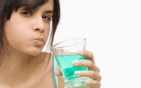 Водата ви за уста причинява ли кариеси?