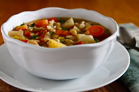 Супа от зеле и чесън за лятна настинка