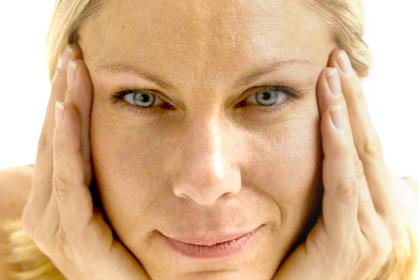 6 йога упражнения за лицето с ефекта на пластична операция