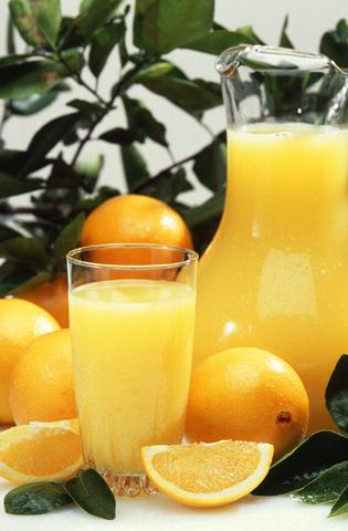 Незаменими течности: Домашна цитрусова напитка с електролити при стомашен грип, обезводняване и за презареждане на тялото