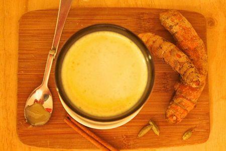 Златното мляко: Древна рецепта с куркума за перфектно здраве
