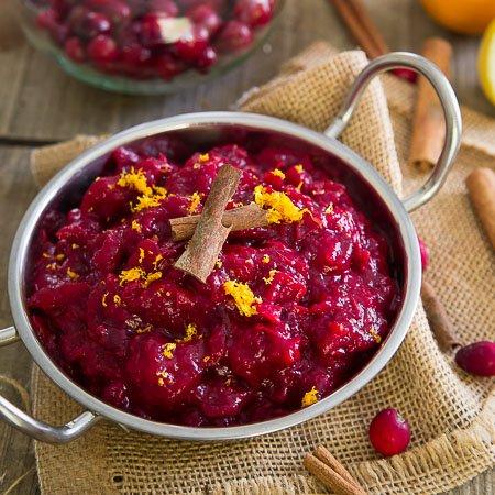Сос от червени боровинки, убийствени рецепти за празници и делници