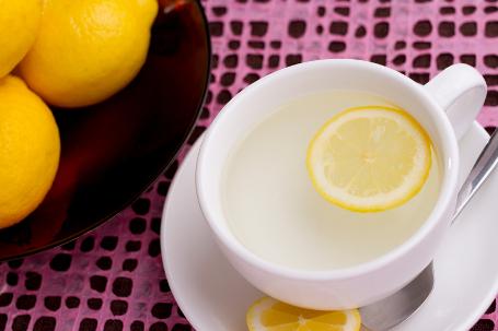 Многото неочаквани ползи от пиенето на гореща вода