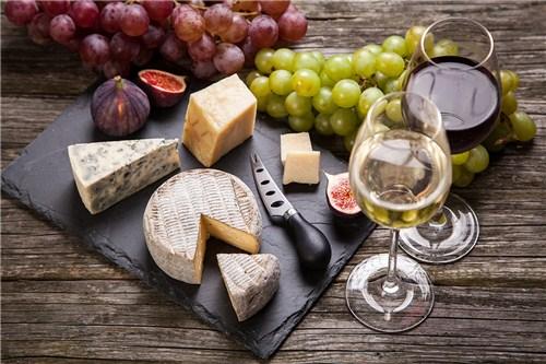 Вино и сирене, блеснете с удивително вкусни и полезни комбинации в изискано соаре