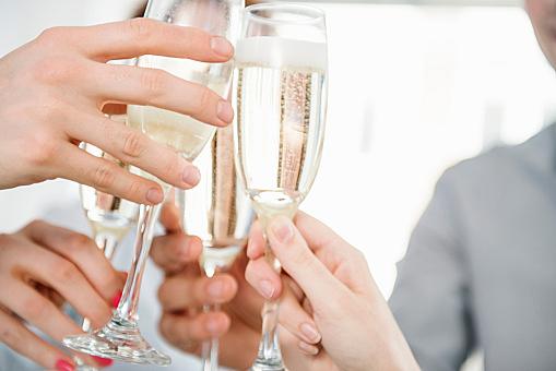 7 грешки при пиенето на шампанско поправени