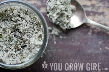 Саламоя болонезе (италианска билкова сол) за ароматни гозби и здраве