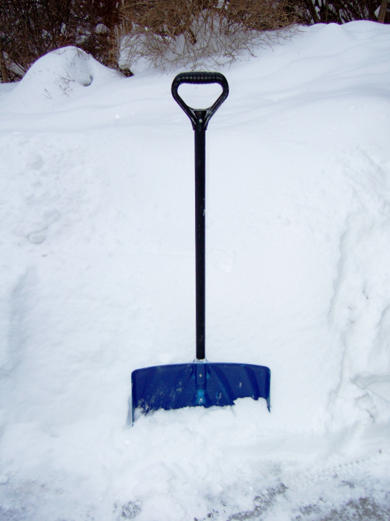 shovel-with-snow4