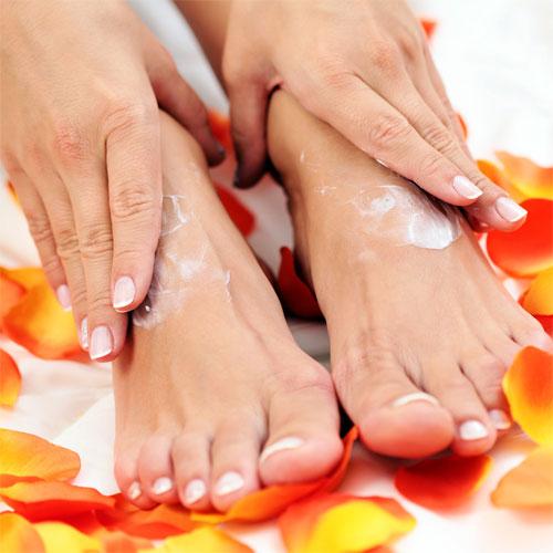 Обилното изпотяване на дланите и стъпалата, причини, домашни лекове, терапии, съвети