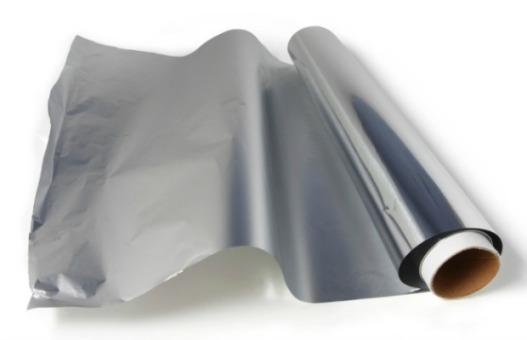 Три плашещи причини да изхвърлим алуминиевото фолио (и какво да използваме вместо него)