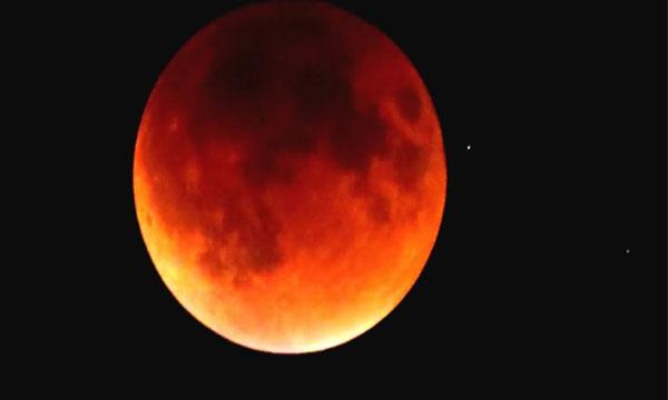 Супер пълнолуние и пълно лунно затъмнение на 31 януари 2018 година