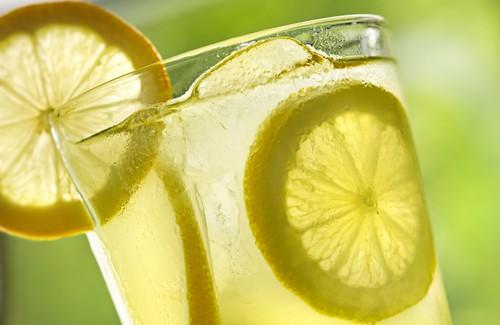 Пийте лимонена вода преди лягане, полезно е