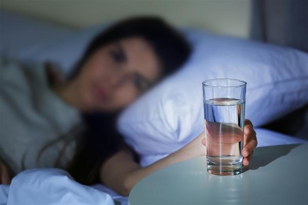 Чудесните ползи от пиенето на вода преди сън
