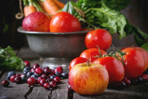 Ежедневното ядене на ябълки и домати възстановява увредените бели дробове на бивши пушачи