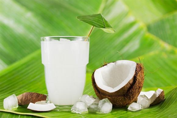 Изпитайте невероятните ползи след пиенето на кокосова вода седем дни!