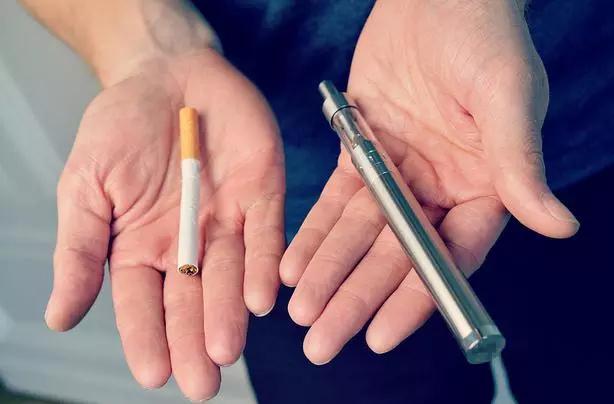 Електронните цигари съдържат 10 пъти повече причиняващи рак съставки от обикновените цигари